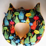 Coussin nuque , modèle animal, tissu chats, forme chat