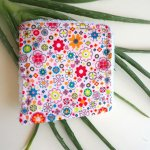 Lingette démaquillante lavable, tissu petites fleurs orage/rouge
