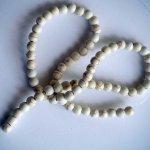 Enfilade 68 perles 6mm  HOWLITE écru,  40cm de long