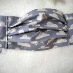 Masque de protection , plissé, avec pince-nez, 3 épaisseurs, gris, nuages blancs