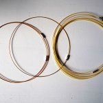 Tour de cou, collier court, fil acier, tons jaunes/orangés