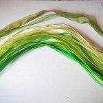Tour de cou, collier court, fil coton et ruban, tons verts