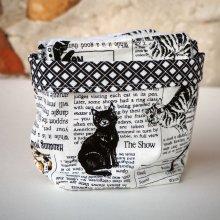 Pochon réversible et 7 lingettes démaquillantes lavables, coton, tissu noir/blanc journal/chats