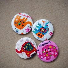 4 Gros boutons bois éléphants différents,tons rouge/rose/violet