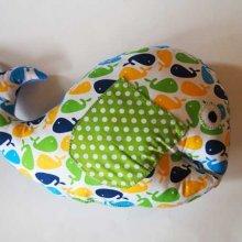 BALEINE, 50x36cm, coton blanc avec baleines colorées vert/jaune