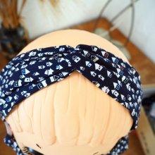 Bandeau coton noué, lavable, bleu foncé avec maisons, élastique au dos, 26cm env non étiré