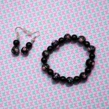 Bracelet+boucles d'oreilles ton noir avec des fleurs rose en relief