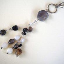 Bijou de sac, 22cm, belle agate grise 3,5cm, perles  agate blanche, grise, noire