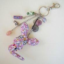 Bijou de sac avec lapin en tissu fleuri rose avec  perles de verre ton vert