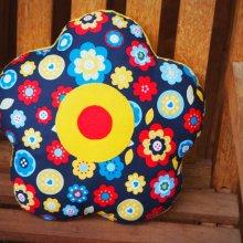 COUSSIN FLEUR  , 5 pétales arrondis, 38cm , bleu marine avec fleurs style rétro, idéal Fête des mères
