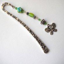 Marque-pages, argenté et ciselé avec pendentif argenté papillon, perles tons verts, Fête