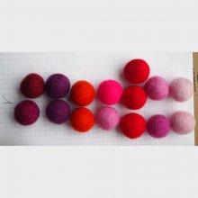 Ensemble 15 perles laine feutrée, couleur Saint-Valentin, +/-25mm