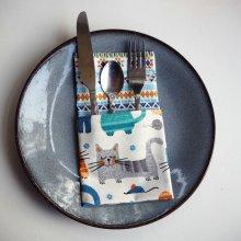 44- Serviette de table 33x33cm, bleu chats stylisés/motifs géométriques