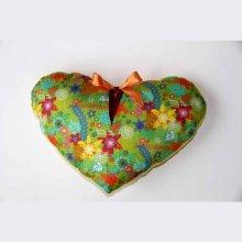 Coussin  gros COEUR 44x28cm/44x34cm tissu vert avec fleurs, noeud amovible, Fête des mères