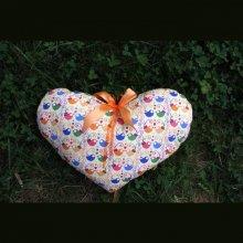 Coussin  gros COEUR 44x28cm/44x34cm tissu jaune clair avec oiseaux amoureux, noeud amovible, Fête des mères