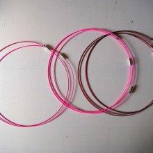 Tour de cou, collier court, fil acier, tons rose