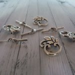 4 Fermoirs Toggles feuille