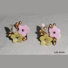 Boucles d'oreilles clips de fleurs en argile avec cristal de Swarovski