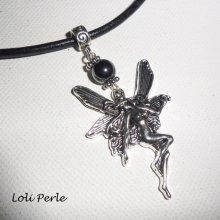Collier fée avec pierre d'hématite sur cuir noir