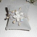 Bracelet aérien en cristal blanc avec fleur et perles nacrées