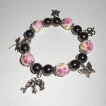 Bracelet en perles de porcelaine et pierres en hématite avec pampilles sur le thème des animaux