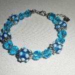 Bracelet en perles de verre et perles en cristal bleu clair