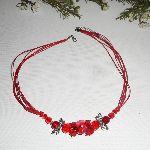 Collier perle fleurie rouge avec perles en cristal sur cordon assorti