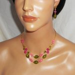 Parure Collier en Verre de Murano et cristal rose et vert sur chaine en acier