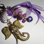 Bijoux de sac/porte clefs éléphant avec perles en argile,verre et rubans mauves
