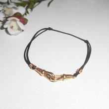 Bracelet en plaqué or avec menottes sur cordon élastique noir réglable