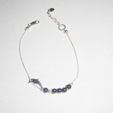 Bracelet original dauphin et perles en hématite sur chaine fine en argent 925
