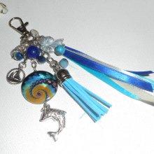 Porte clés/Bijoux de sac dauphin sur le theme de la mer avec palet de nacre et pampilles