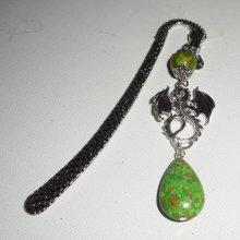 Marque page avec dragon argent et pierres vertes