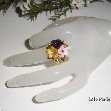 Bague bouquet de fleurs  multicolores en argile avec cristal de Swarovski sur anneau réglable