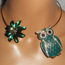Collier original en métal soudé avec grande chouette verte,cristal et fleur