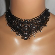 Collier élégant en dentelle noire avec cristal de Swarovski