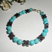 Bracelet en pierres d'hématite forme fleurs avec howlite turquoise et argent 925