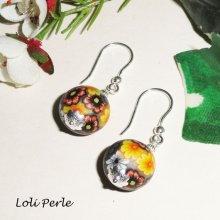 Boucles d'oreilles perle d'argile fleurie gris/jaune en argent 925