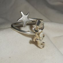 Bague originale en argent 925 avec étoile de mer en argent et gecko en oeil de Ste Lucie blanc