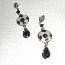 Boucles d'oreilles motif floral en émail avec perles en cristal noir