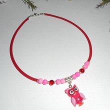 Collier enfant chouette rose avec perles de verre rose et rouge sur buna corde rouge