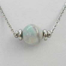 Collier solitaire avec pierre en agate verte et perles en acier inoxydable