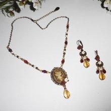 Parure Collier camé marron  avec perles de cristal et pierres écru