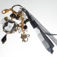 Bijoux de sac/porte clefs chaton blanc avec perles en cristal et rubans noir et blanc