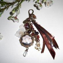 Bijoux de sac/porte clefs trois chiens  avec perles en verre marron,cristal et rubans