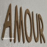 Lettre en bois decorative AMOUR