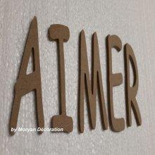 Lettre en bois decorative AIMER