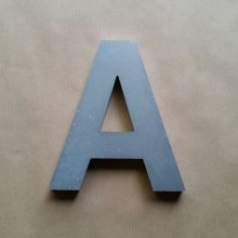 Lettre en relief 3D en zinc ARIAL