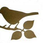 Oiseau posé sur une branche en bois médium à décorer