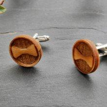 Boutons manchette en bois gravé décor noeud papillon